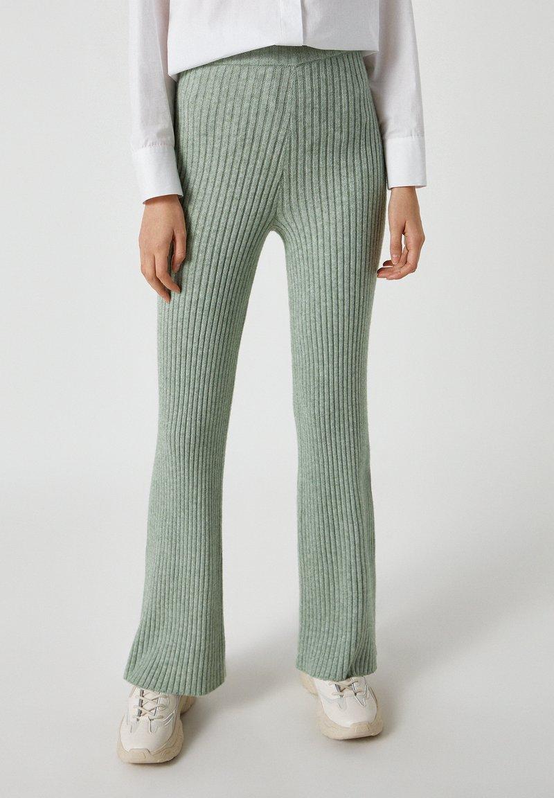 PULL&BEAR - Pantaloni - green