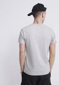Superdry - VINTAGE CREW - Basic T-shirt - light grey - 2
