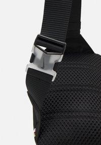 Nike Sportswear - ESSENTIALS - Umhängetasche - black/smoke grey - 4
