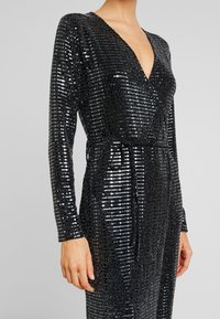 Gina Tricot - MATILDI GLITTER DRESS - Cocktailkjole - black - 6