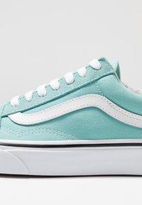 Vans - OLD SKOOL - Sneakers - aqua haze/true white - 5