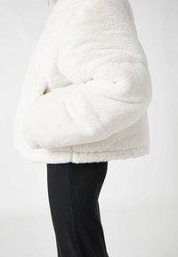 PULL&BEAR - Winter jacket - white - 6