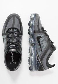 Nike Sportswear - AIR VAPORMAX 2019 - Sneakersy niskie - black - 1