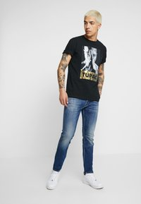 Replay - ANBASS COIN ZIP - Slim fit jeans - medium blue - 1