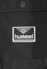 Hummel Hive - UNISEX COLUMBO JACKET - Vinterkåpe / -frakk - black - 2