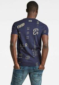 G-Star - GRAPHICS ALLOVER SLIM - Print T-shirt - warm sartho extreme - 1