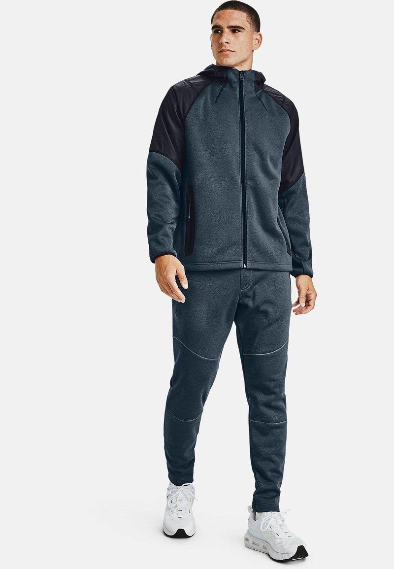 Under Armour - ESSENTIAL SWACKET - Zip-up hoodie - mechanic blue
