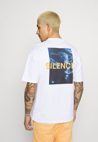 9N1M SENSE - SILENCE WAVES UNISEX - Print T-shirt - white - 2
