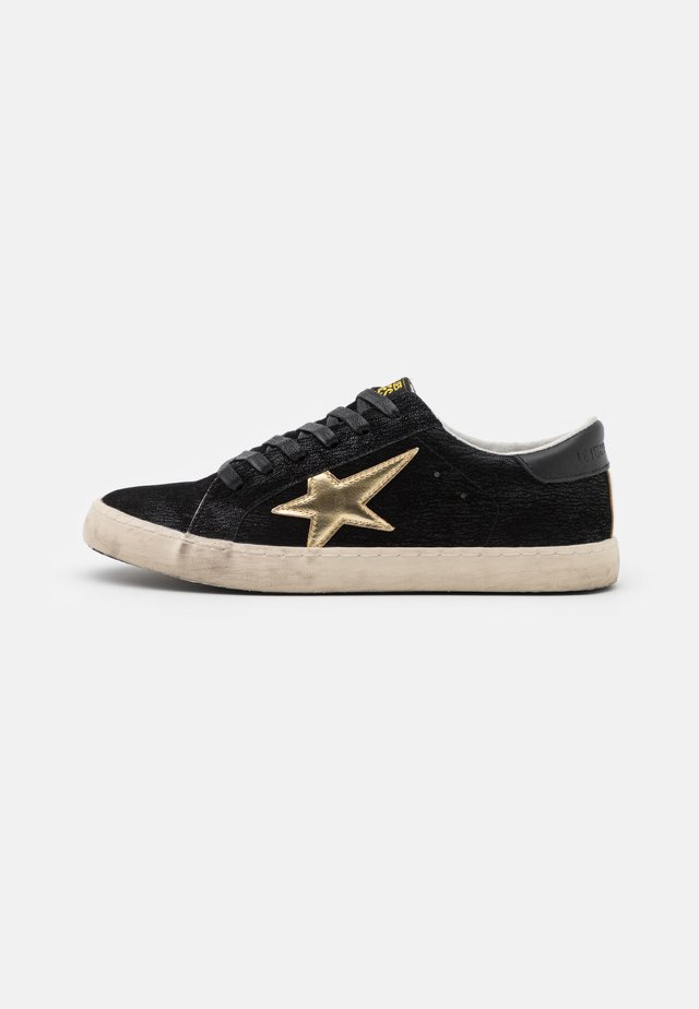 CITY - Sneakers laag - black/gold