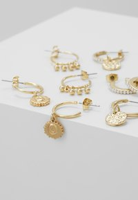 Pieces - PCHIPEA HOOP EARRINGS 4 PACK - Náušnice - gold-coloured - 4