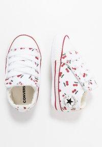 Converse - CHUCK TAYLOR ALL STAR CRIBSTER - Dětské boty - white/garnet - 0