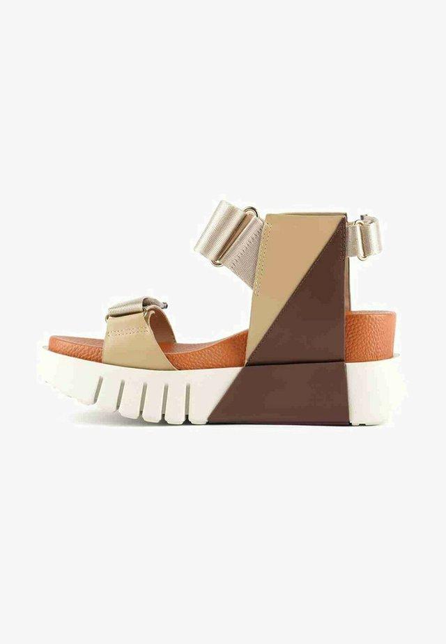 Sandalen met sleehak - orange