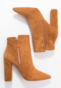 Buffalo - FERMIN - Kotníková obuv na vysokém podpatku - camel - 3