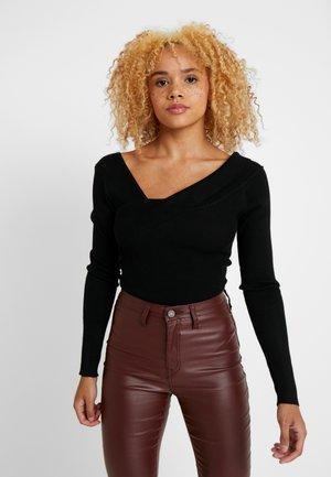PETITEONE SHOULDER BARDOT BODYSUIT - Stickad tröja - black