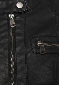 ONLY Petite - ONLBANDIT BIKER - Imiteret læderjakke - black - 2