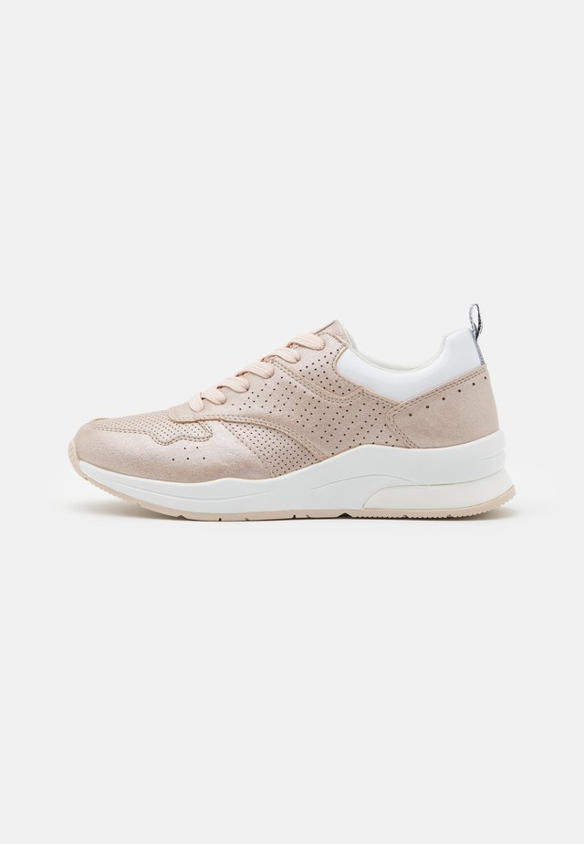 NORA - Sneakers laag - gold
