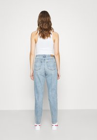 American Eagle - CURVY MOM - Straight leg jeans - light-blue denim - 2