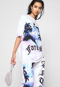 Jaded London - OVERSIZED FANTASY HEART SCENE - Camiseta estampada - multi - 3
