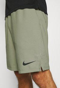 Nike Performance - FLEX VENT MAX SHORT - Pantaloncini sportivi - light army/black - 4