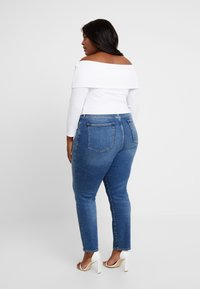 Good American - FOLD OVER OFF SHOULDER - T-shirt à manches longues - white - 2