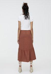 PULL&BEAR - MIT KNÖPFEN  - Maxi skirt - brown - 2