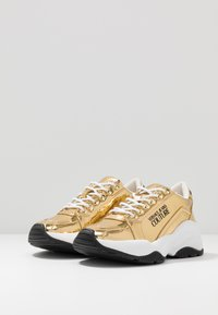 Versace Jeans Couture - CHUNKY SOLE - Sneakers basse - oro - 4