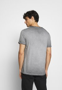 Key Largo - OUTCOME BUTTON - Print T-shirt - anthra - 2