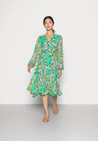 Cras - HUDSONCRAS DRESS - Sukienka letnia - island flower - 0