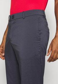 Nike Golf - NIKE FLEX HERREN-GOLFHOSE IN SCHMALER PASSFORM - Kalhoty - gridiron/gridiron - 4