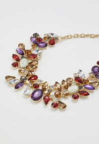 Pieces - PCFLORINNA STONE NECKLACE - Necklace - gold-coloured/red - 2