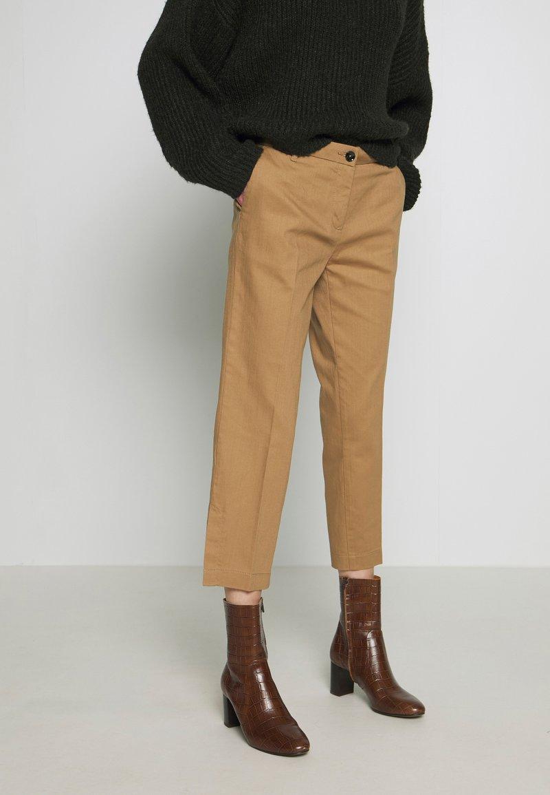 Sisley - TROUSERS - Trousers - brown