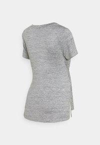 MAMALICIOUS - MLILA - T-shirt z nadrukiem - medium grey melange - 1