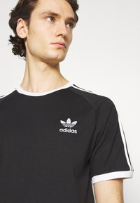 adidas Originals - STRIPES TEE - T-shirt imprimé - black - 4