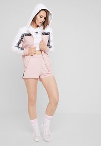 adidas Originals - TAPE TRACK HOODIE - Sweatjacke - white/pink spirit - 1