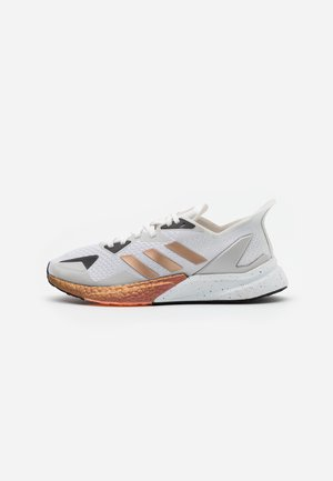 X9000L3 BOOST SPORTS RUNNING SHOES - Zapatillas - crystal white/copper metallic/clear black