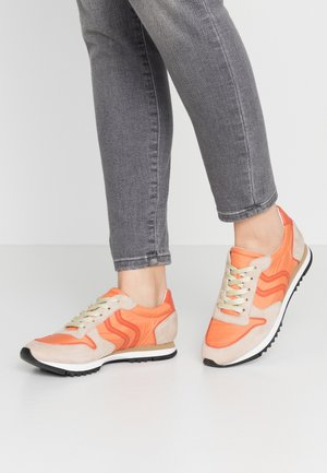 Trainers - camel/limon