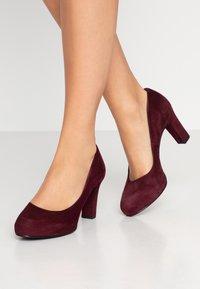 Unisa - NUMIS CLASSIC - Platform heels - grape - 0