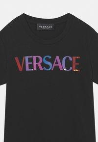 Versace - REFLECTIVE - Print T-shirt - nero/multicolor - 2