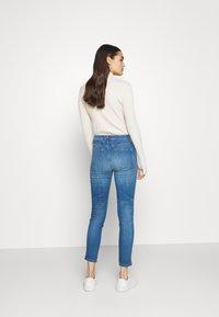 CLOSED - SKINNY PUSHER - Skinny džíny - mid blue - 2