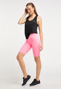 Talence - Shorts - neon pink - 1