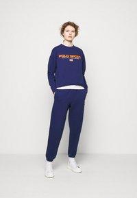 Polo Ralph Lauren - ANKLE PANT - Spodnie treningowe - fall royal - 1