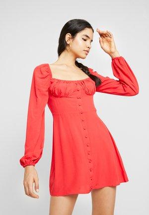 RUFFLE DETAIL BUTTON DRESS - Denní šaty - red