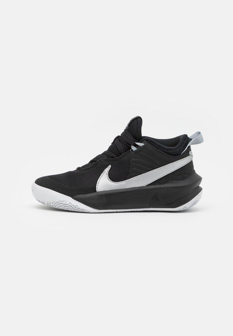 Nike Performance - TEAM HUSTLE D 10 UNISEX - Basketball shoes - black/metallic silver/volt/white