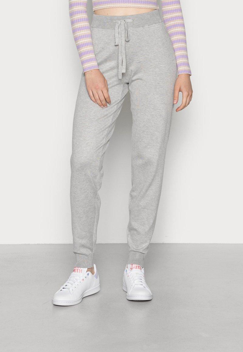 Vero Moda - VMEDITH PANTS - Trousers - light grey melange