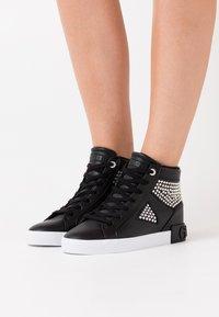 Guess - PEETUR - Sneakers alte - black - 0