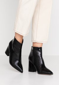 Topshop Wide Fit - WIDE FIT HACKNEY - Ankle boots - black - 0