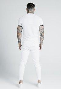 SIKSILK - X DANI ALVES INSET TECH TEE - T-shirt print - white - 2