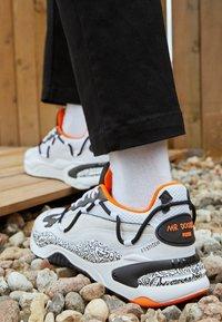 Puma - RS-2K UNISEX - Sneakers basse - white/black/dragon fire - 2