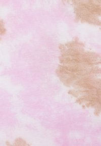 True Religion - BOXY WIDE CREW - Triko spotiskem - cherry/pic - 2