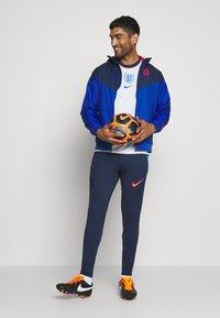 Nike Performance - DRY STRIKE PANT - Verryttelyhousut - midnight navy/soar/laser crimson - 1
